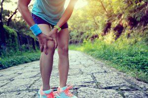 膝を痛めているランナー